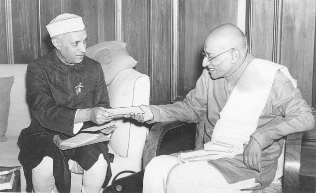 C Rajagopalachari with Pandit Nehru. Both men differed immensely on the subject of economic policy and other governance related matters, but personally held a deep regard for each other. (Source: Facebook)