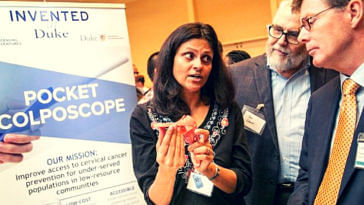 "Dr. Nimmi Ramanujam, who along with her team, has developed a new handheld low-cost device ""Pocket Colposcope"". (Source: Twitter/Ruby Dhalla)"