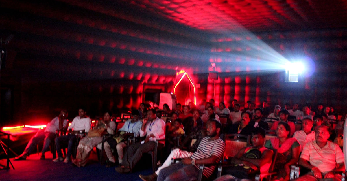 This Awesome 'Travelling' Multiplex Is Taking Cinema to Villages in 14 Indian States!