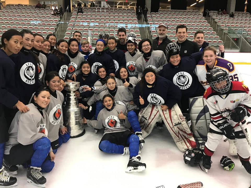 Indian Ice Hockey Women's Team posing with the Stanley Cup. (Source: Facebook)