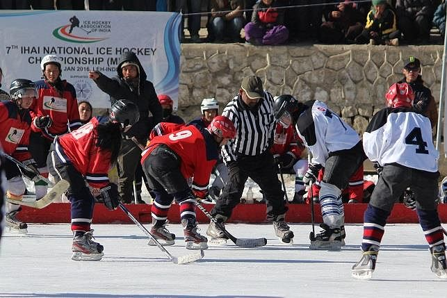 Women players playing at 2016 IHAI National Ice Hockey Championship. (Source: IHAI)