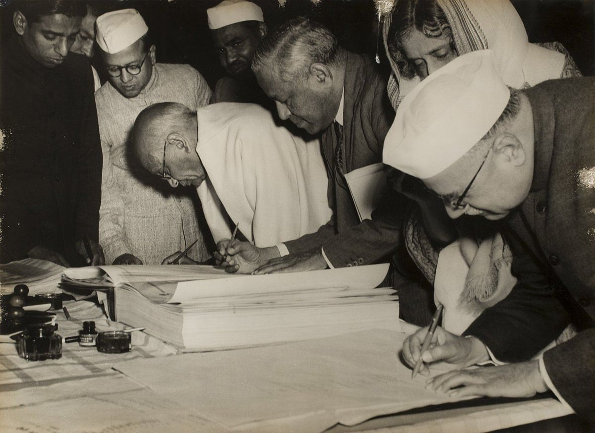 Sardar Patel signing the Constitution. (Source: Twitter)