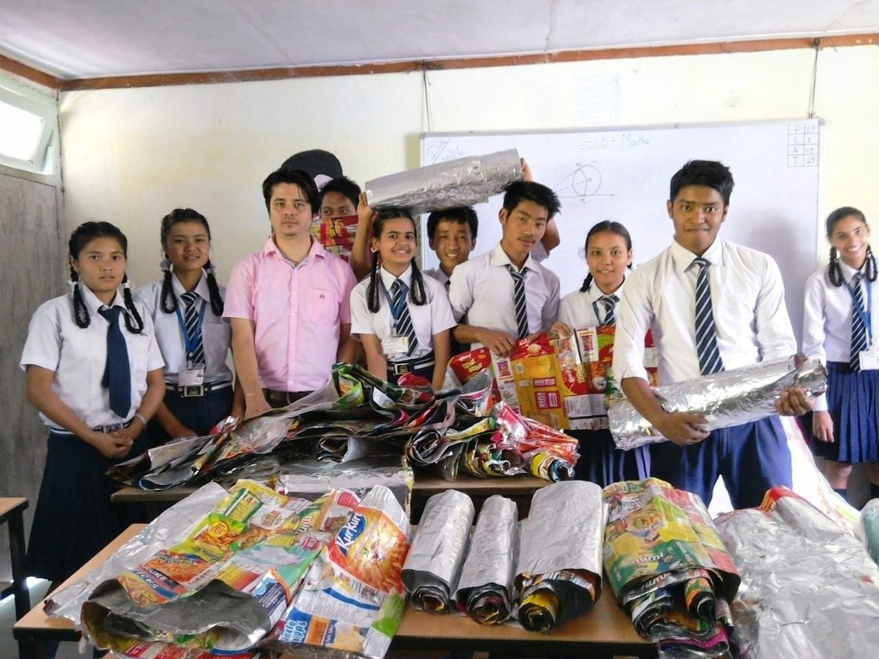 Lomas with his students. (Source: Hariyo Makha- Sikkim Against Air Pollution)