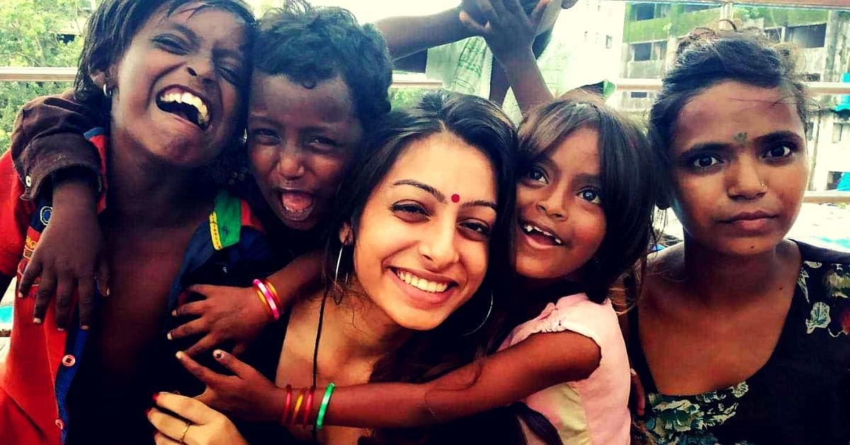 22-YO Mumbai Woman Turns Skywalk into Classroom; Teaches Kids of Beggars for Free