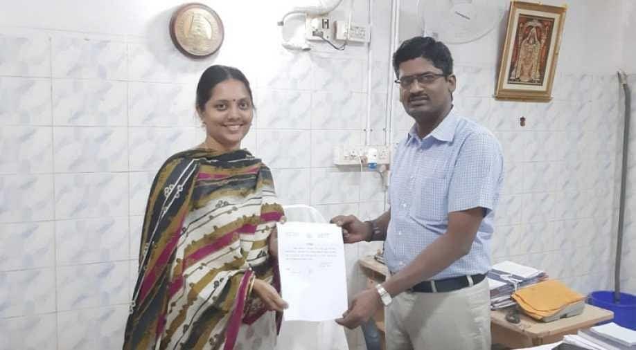 Sneha with her 'no caste, no religion' certificate. (Source: Facebook/Vinesh K)