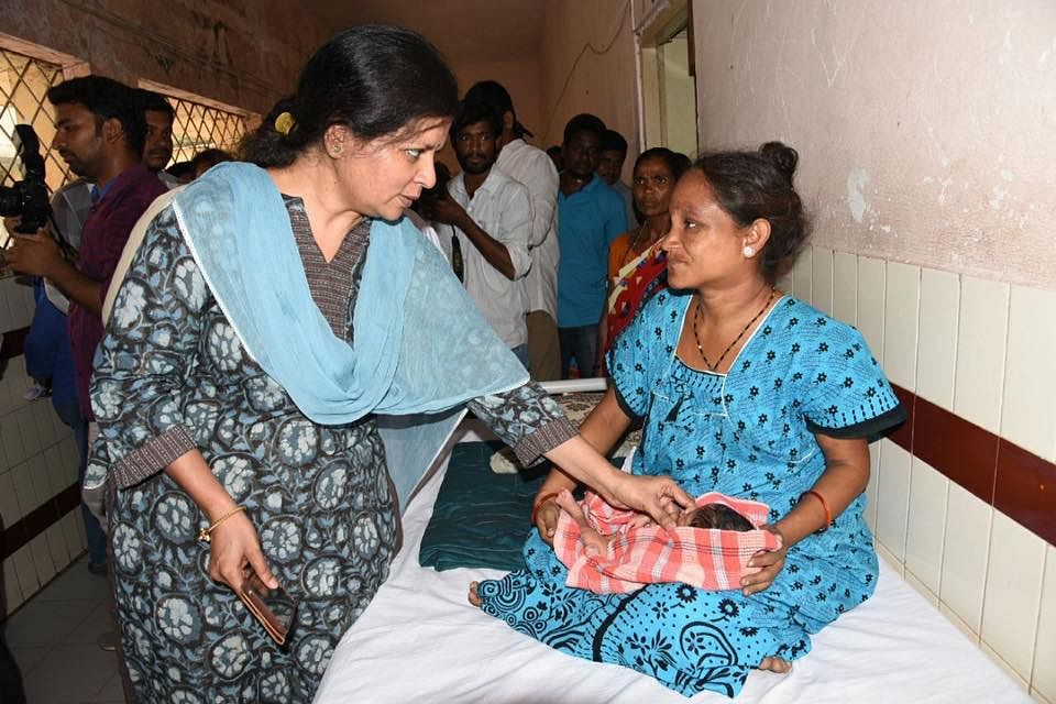 Karuna Vakati, then Commissioner for Health and Family Welfare in the Telangana government, during an inspection. (Source: Facebook/AK News)