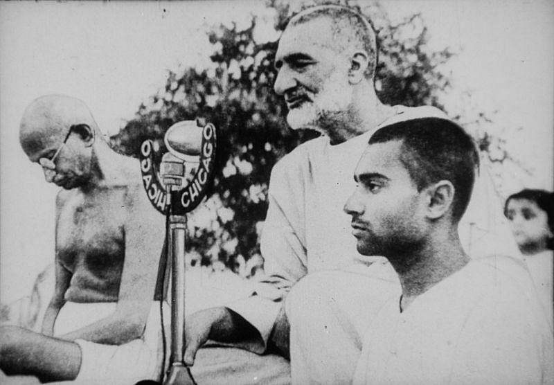 Khan Abdul Ghaffar Khan with Mahatma Gandhi. (Source: Wikimedia Commons)