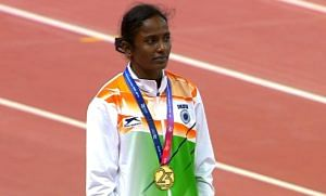 Gomathi Marimuthu with her gold medal. (Source: DD National/Twitter)