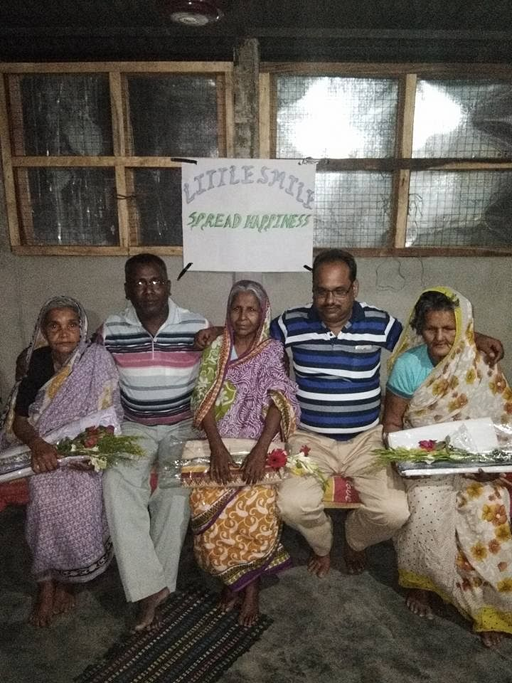 Saju at the shelter with his 'family' of senior citizens. (Source: Facebook)