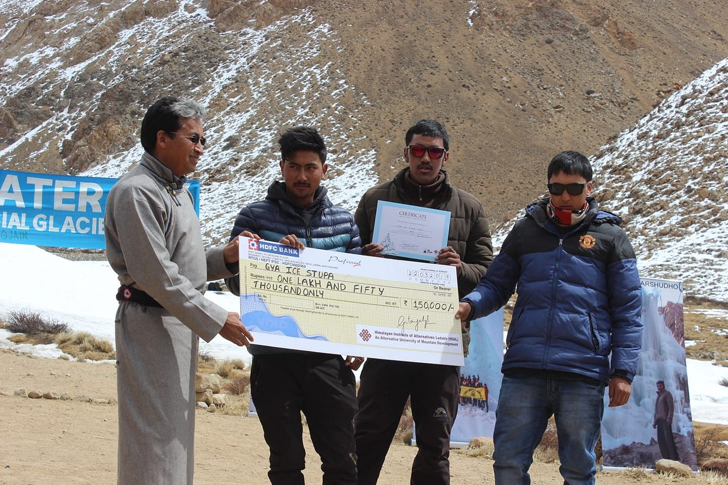 Sonam Wangchuk presenting the second place award to the innovators of Gya village.