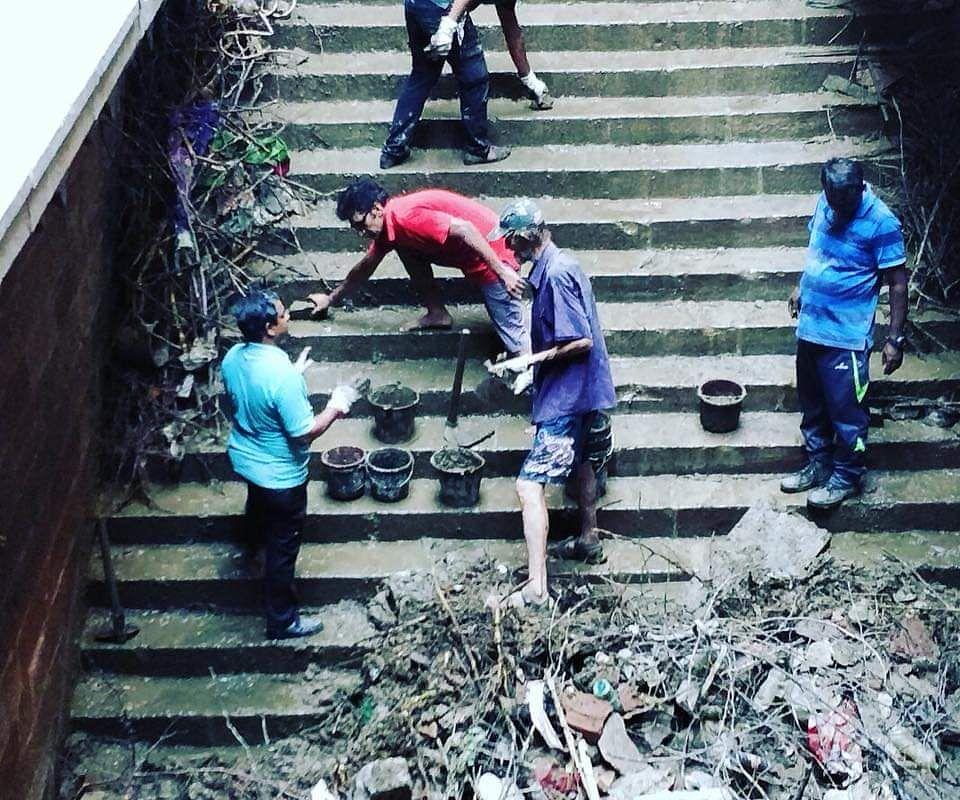 Caron with his volunteers (Source: Pratyush Joshi)