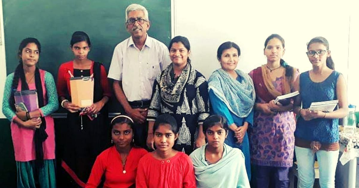 Retd 73-YO Opens 7 Library-Cum-Classrooms For Noida's Underprivileged Kids!