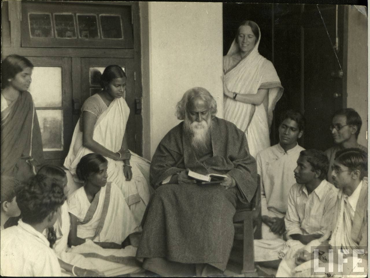 How Tagore's Love For Strange Food Paved The Path For the Modern-Day Adda!