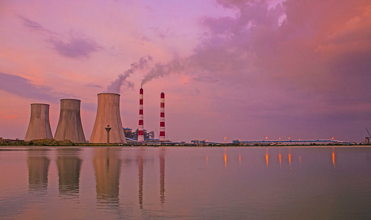 Thermal power plants are a major source of mercury. (Source: Wikimedia Commons)