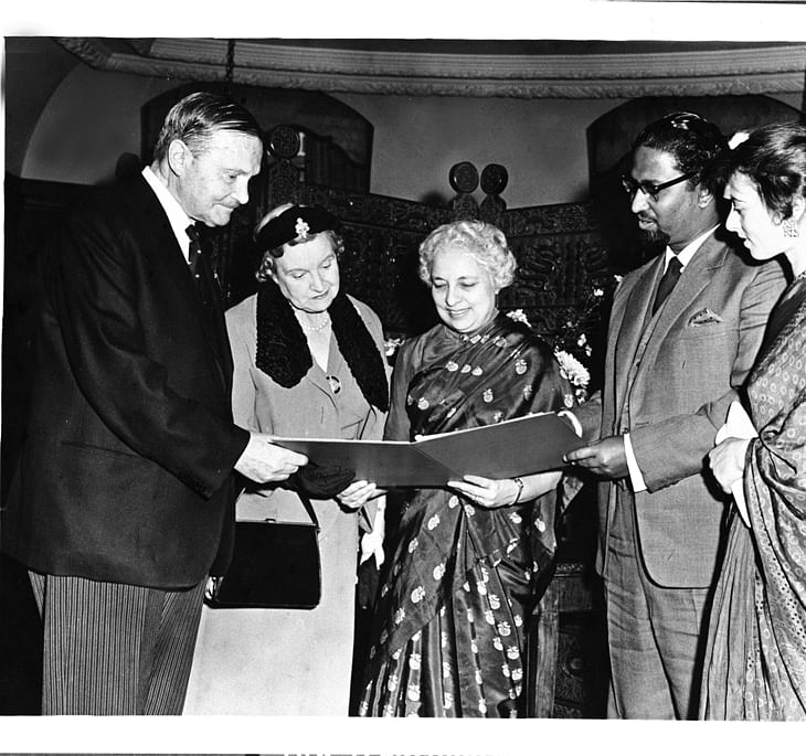 Mihir Sen, who swam the English Channel, being presented a certificate by Lord Freyberg on behalf of the Counsel Swimming Association at a function held at the India House, London. (Source: WIkimedia Commons)