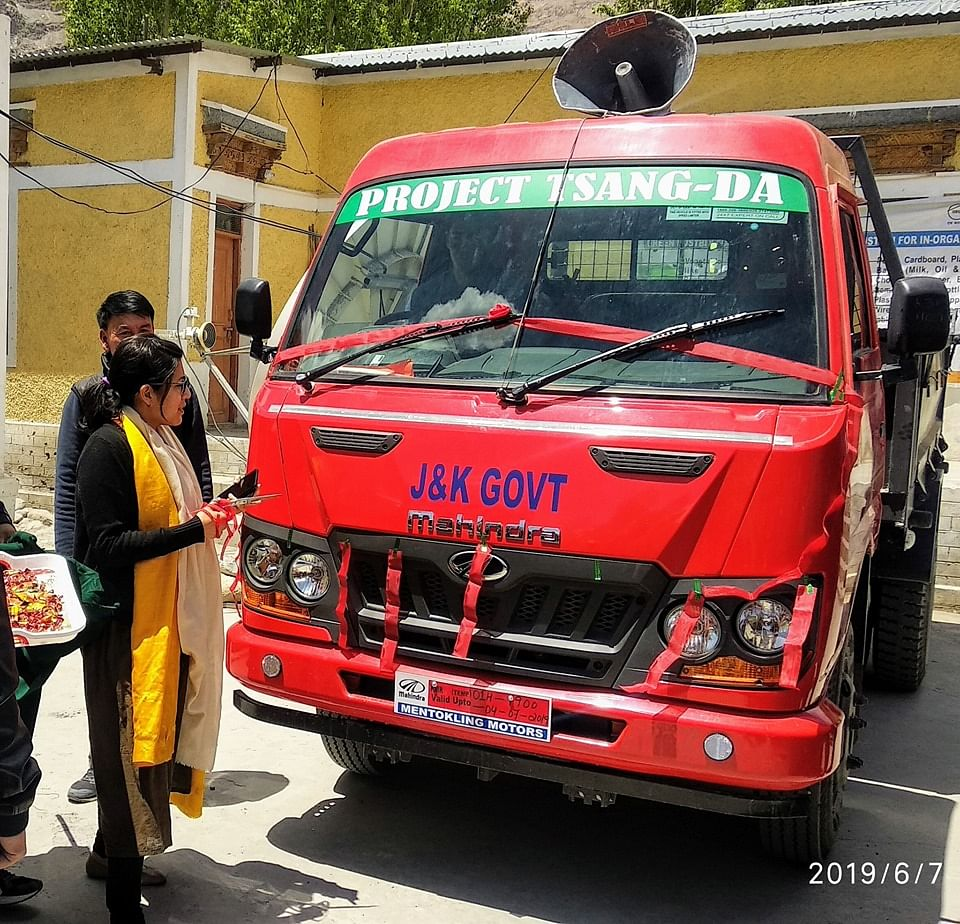 DC Avny Lavasa standing alongside a garbage collection truck. (Source: Facebook/Leh District Administration)