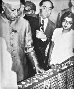 Architect Eulie Chowdhury standing alongside then Prime Minister Jawaharlal Nehru. (Source: Facebook/Sarabjit Bahga)