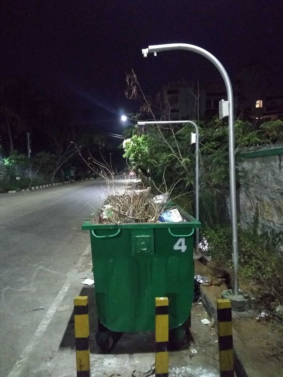 Side view of the smart bins with sensors attached to the pole. (Source: Mahek Shah)