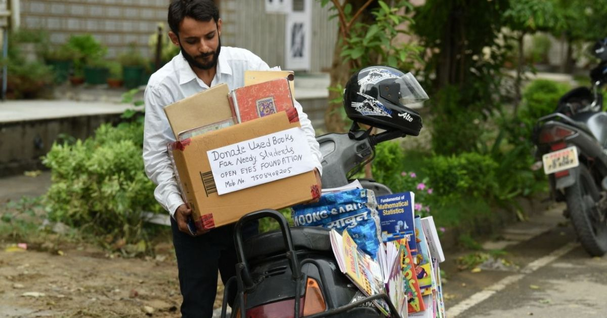 Punjab Man Goes Door-To-Door for 2 Years, Collects 10,000+ Books for Needy Students!