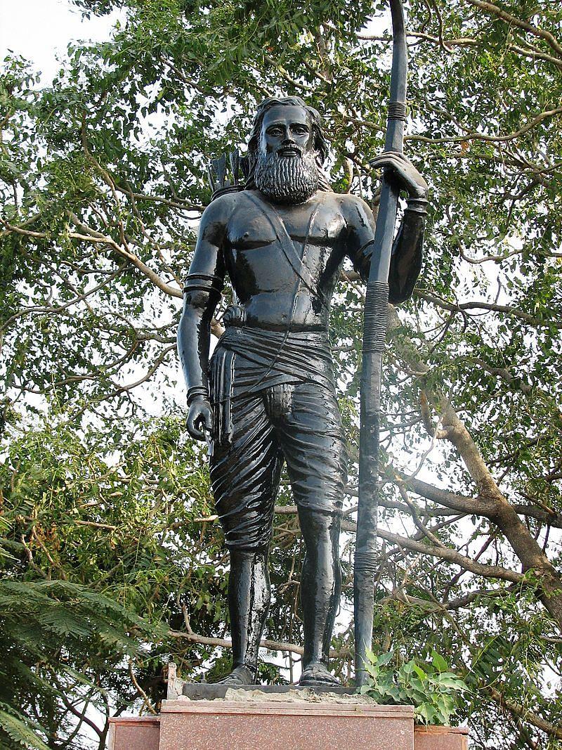 A statue of Alluri Sitarama Raju (Source: Wikimedia Commons)
