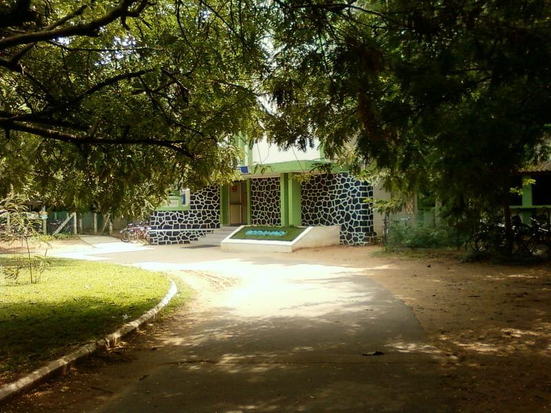 Entrance to Godavari Hostel (Source: Wikimedia Commons)