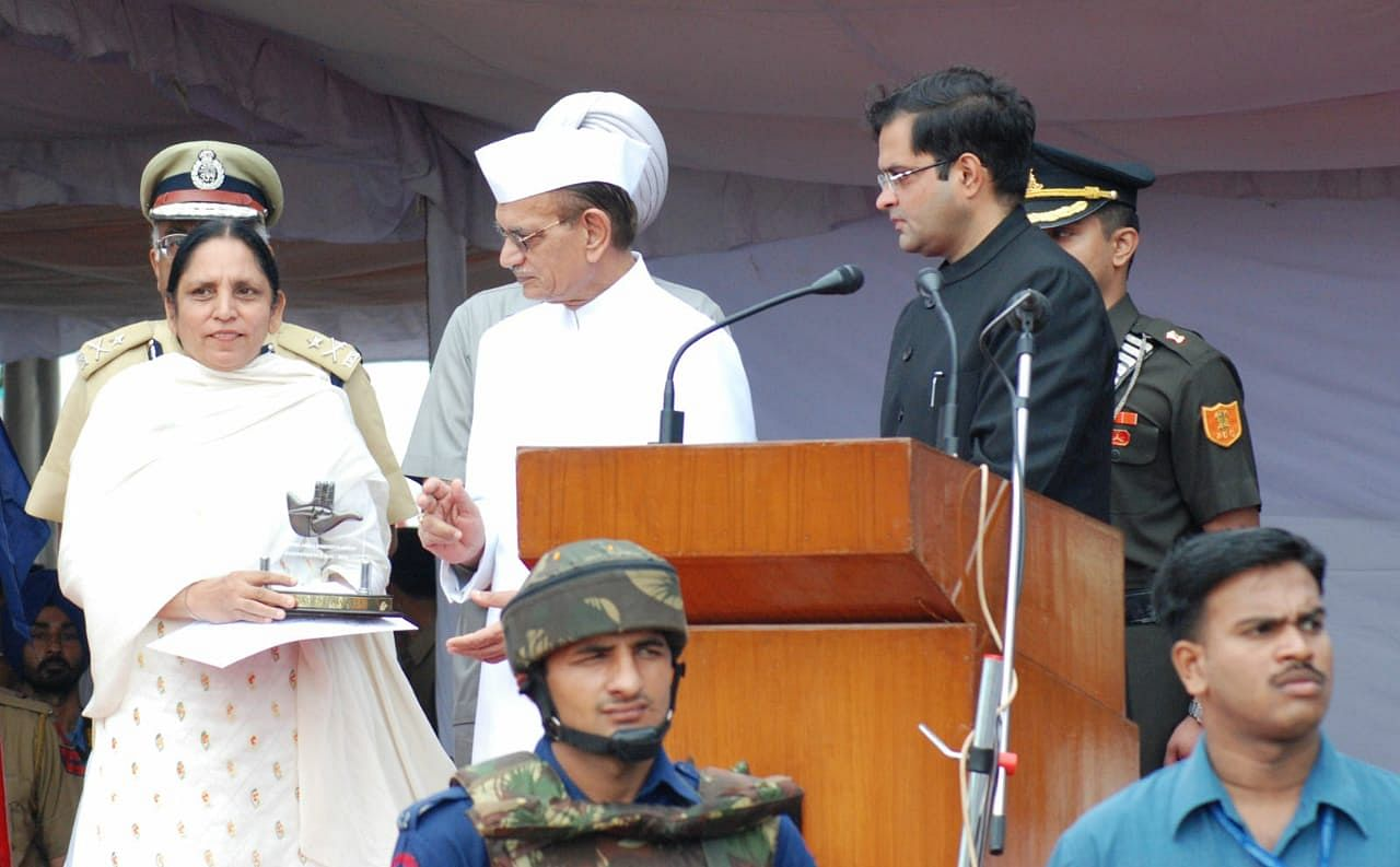 Amarjit Kaur Dhillon receiving a certificate of commendation from the UT administration on Independence Day, 2010. (Source: Amarjit Dhillon)