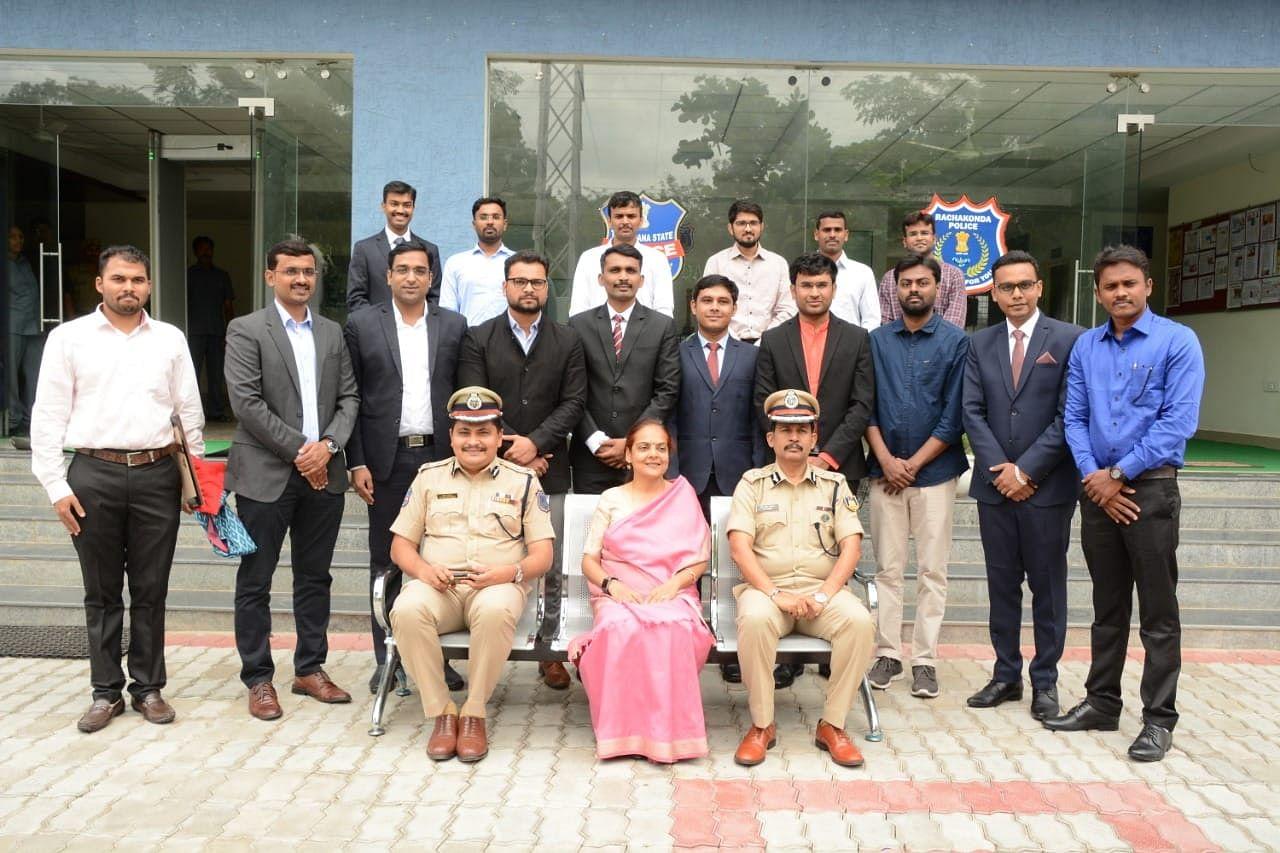 Commissioner Mahesh Bhagwat (Sitting Extreme Left) sitting alongside Anjana Sinha IPS Director NISA and MR Naik IPS IG CRPF. Standing with them are successful candidates of CAPF exam. (Source: Facebook/Mahesh Bhagwat)