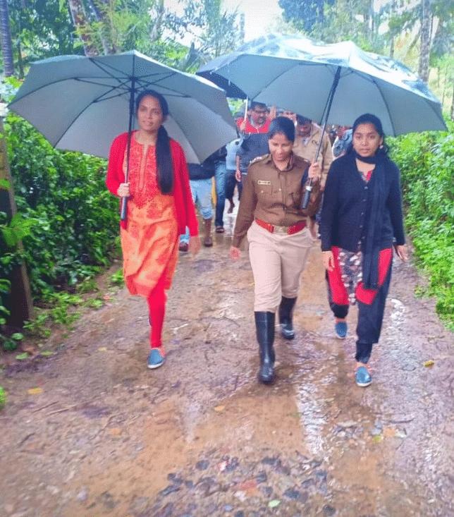 Deputy Commissioner Annies Kanmani Joy, SP Dr Suman D Pennekar and CEO - ZP K Lakshmi Priya (IAS/2015). (Source: Twitter/Priyanka Shukla)