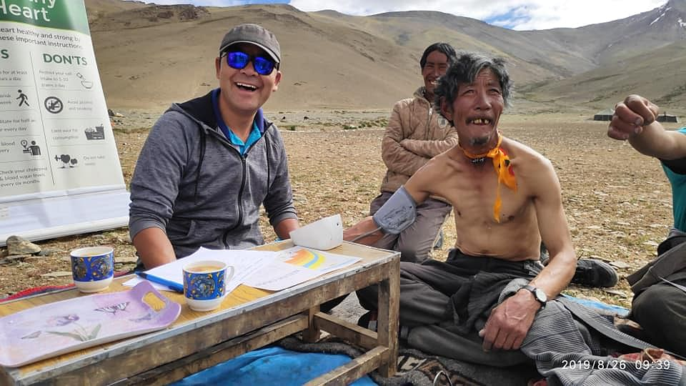 Dr Nordan and his team conducting a free clinic for nomads at a temporary settlement called REBO near More Plain beyond Taglangla on the Leh Manali Highway.