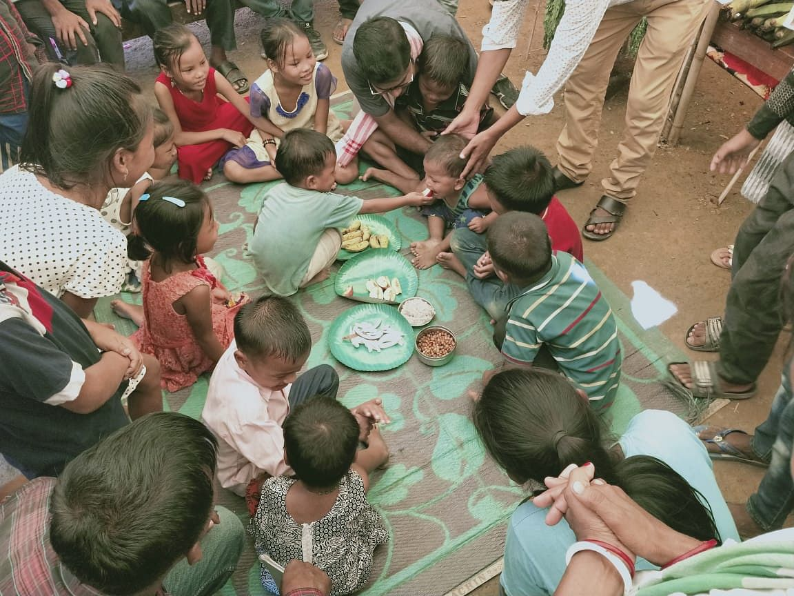 Dibbi Adaan Pradaan: Children trying out different cuisines.
