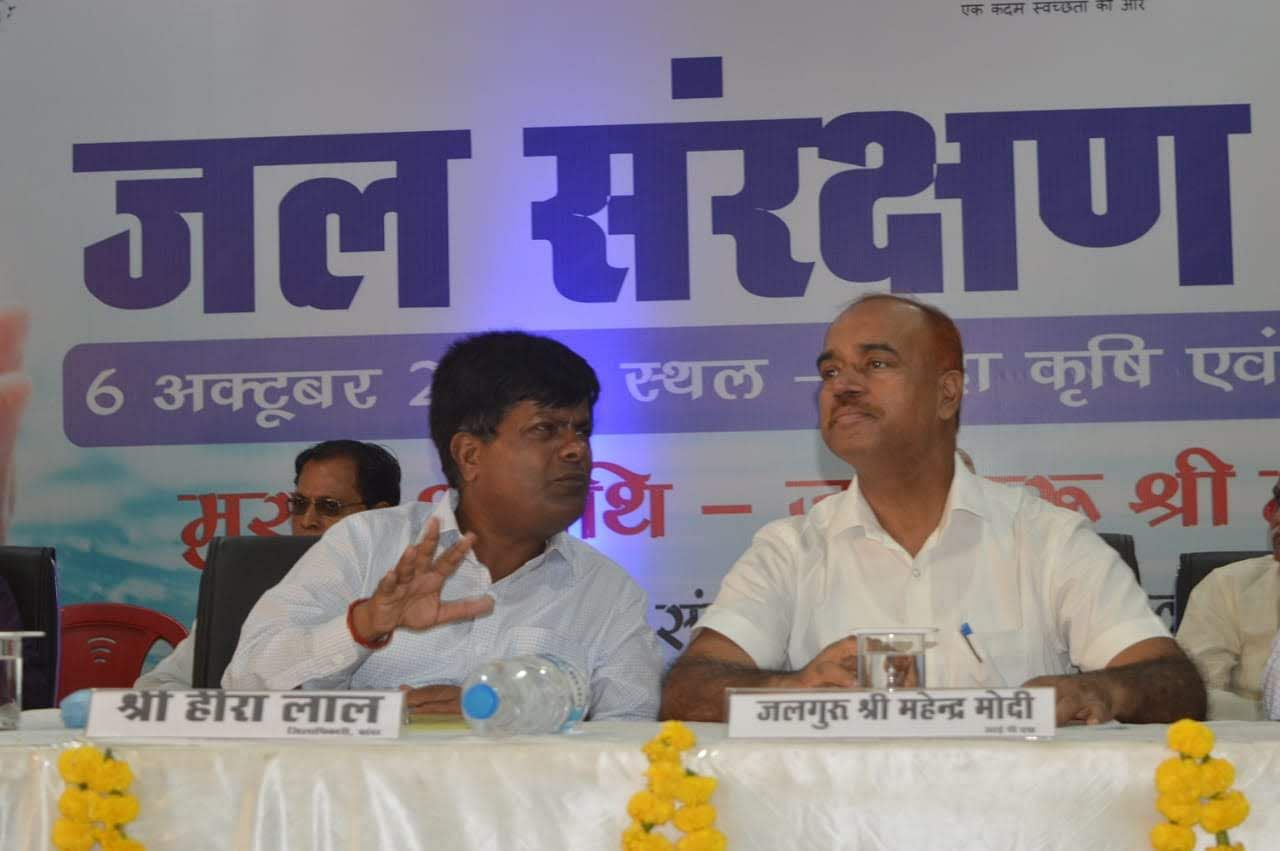District Magistrate Heera Lal (Right) and Mahendra Modi, Adviser to UP Urban Development Department.