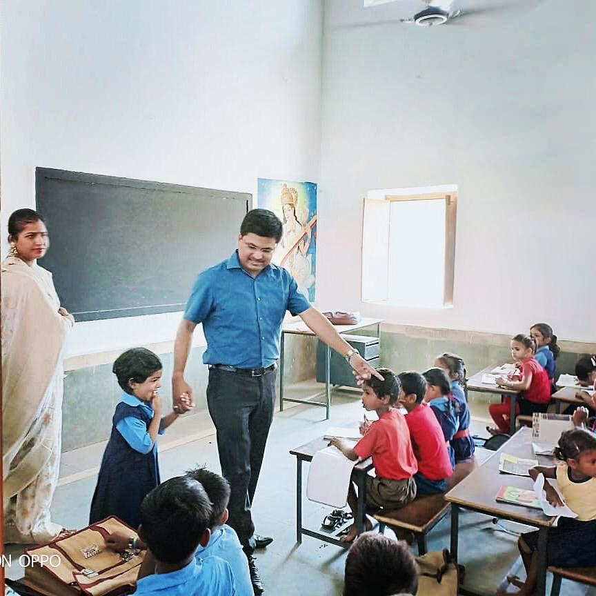 Awanish Sharan walking his daughter Vedika into class. (Source: Awanish Sharan)