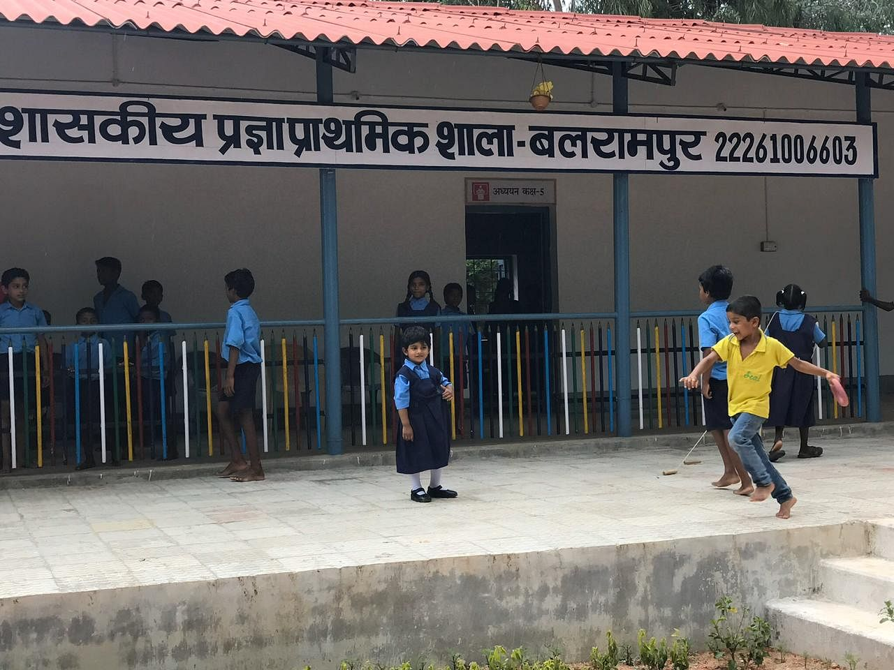Young Vedika going to school in Balrampur district. (Source: Awanish Sharan)