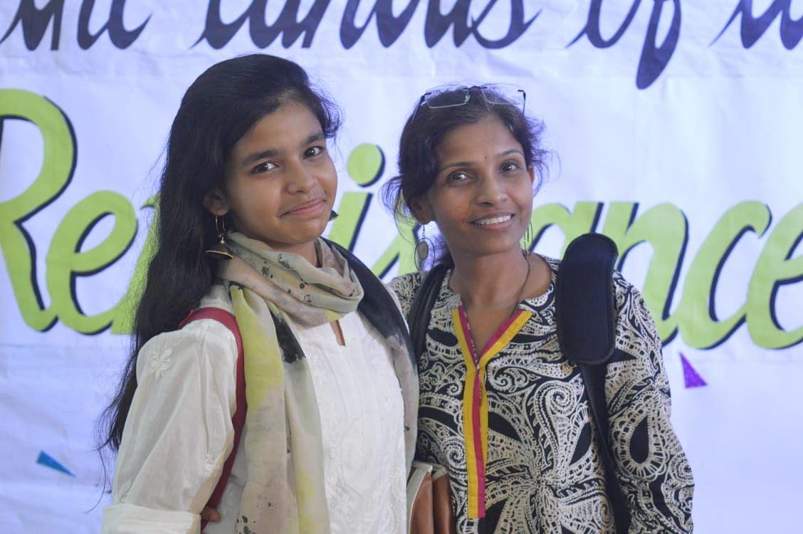 mumbai-girl-craft-art-funds-kindness-ngo-cancer-indian-army