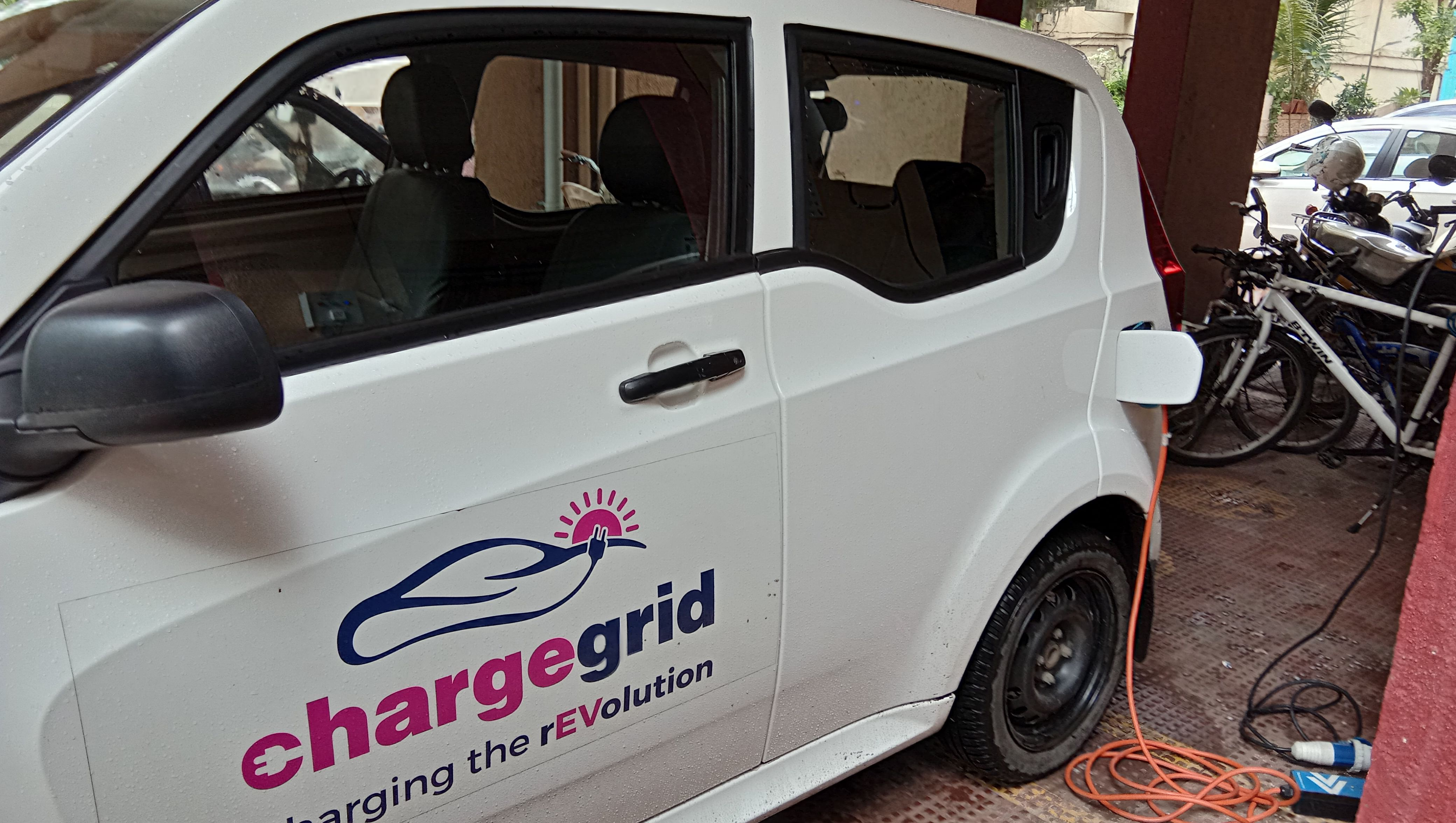 Charging your car while parking it. (Source: Magenta Power)