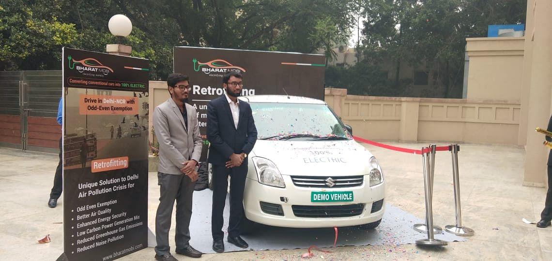Akbar Baig and Ashhar Ahmed Shaikh with a vehicle converted to electric. (Source: BharatMobi)