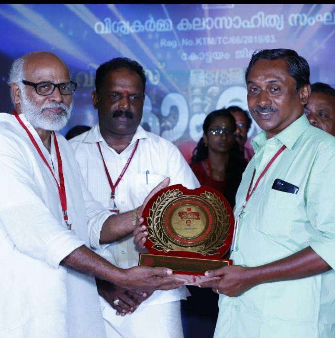 P Gopalakrishnan Achari (Right) receiving an award. (Source: Gopalakrishnan Achari)