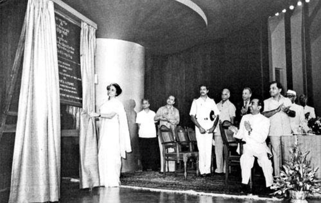 Former Prime Minister Indira Gandhi inaugurating the NCPA with Jamshed seated. (Source: Twitter/Aditi Patwardhan)