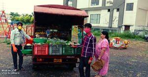 coronavirus covid19 lockdown india municipal corporation free home delivery vegetables groceries jov30
