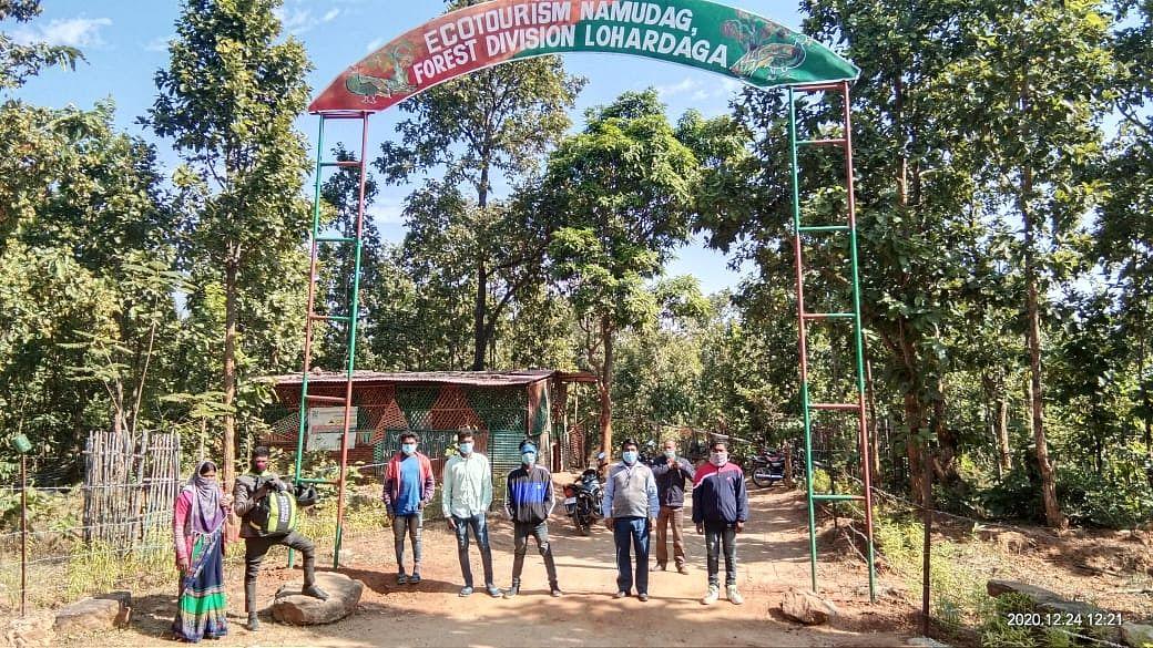 Com 3 árvores Lakh, Jharkhand IFS Officer transforma a floresta em 4 anos 4