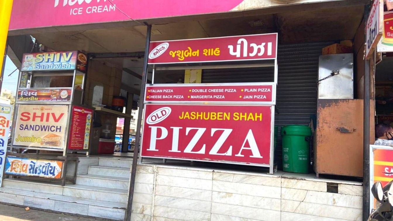 Como duas donas de casa construíram seus próprios fornos indígenas para pizza, Won Gujarat 4