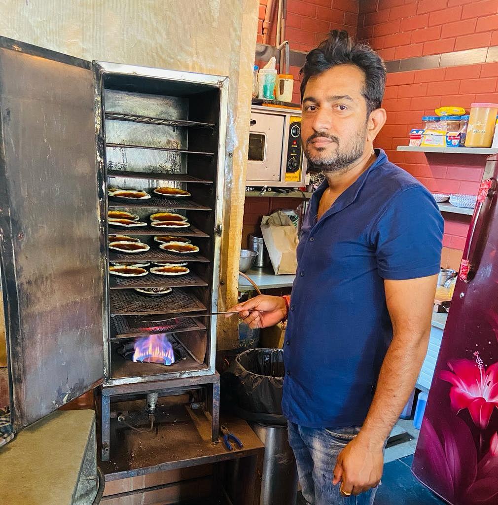 Como duas donas de casa construíram seus próprios fornos indígenas para pizza, Won Gujarat 2