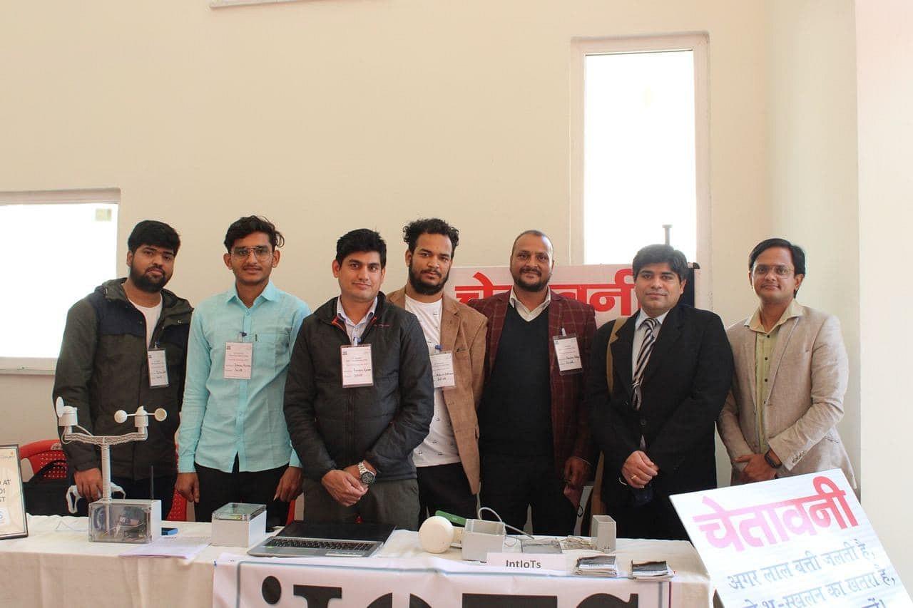 IIT-Mandi team that developed the landslide detection device